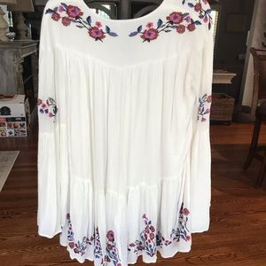 Free People Long sleeve short white dress w flower